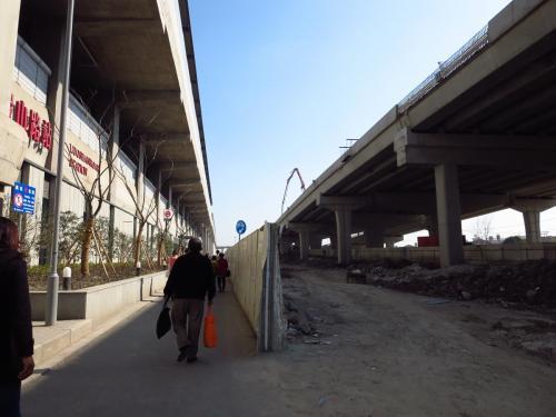 ○ 羅山路駅