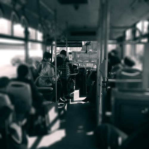 バスの中。<br /><br />途中駅はなく、ひたすら羅山駅までまっしぐら。