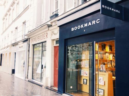 1番に向かったのはサン・ノートレにある「BOOKMARC」<br /><br />中は広くなくてお客さんは私ら以外誰も居ませんでした。<br /><br />私はココで砂時計の形のペンダントを購入!