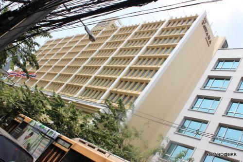 4トラでもこのホテル<br /><br />泊まられる方いますね。<br /><br />昔はタワナラマダだったんだ