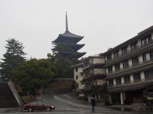 五重塔<br /><br />あとでゆっくり観光するとして、本日2回目のランチを食べに元興寺の方へ
