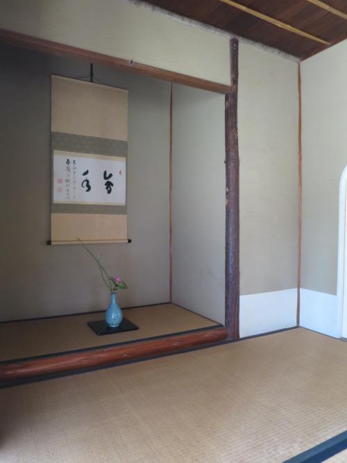 会水庵の内部<br /><br />本畳三枚と台目畳一枚からなる三畳台目の小間の茶室です。