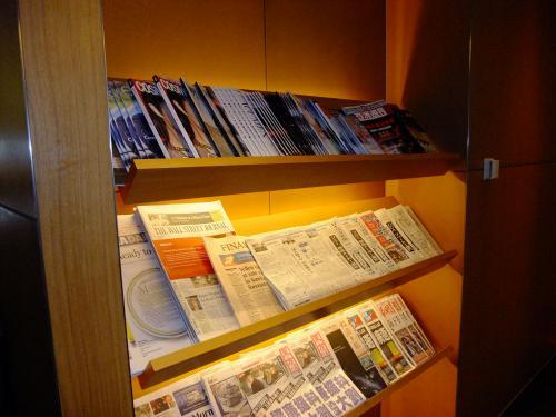 新聞、雑誌もあります。