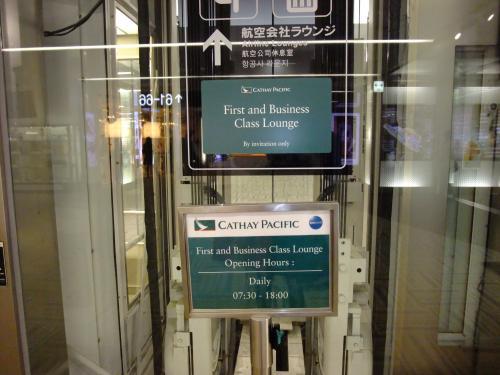 出国審査を終えた後、エレベータで4Fにいくとラウンジがあります。
