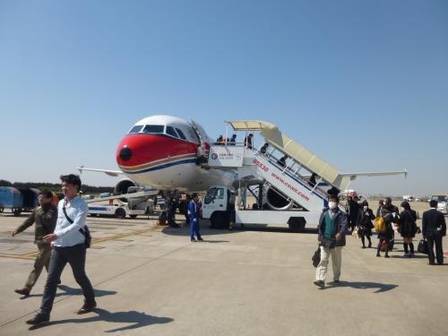 約30分遅れて10:40頃に上海浦東空港に到着。