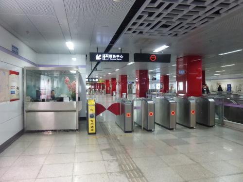 南京東路駅で10号線に乗り換え、12:16頃に豫園駅に到着。