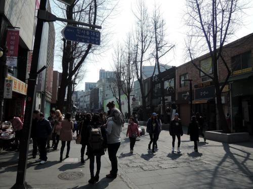 仁寺洞を後に北村へ移動します。
