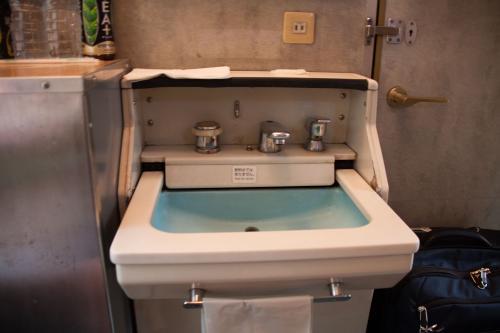 ちゃんと洗面台も使えます。<br />昔は、ビデオデッキとかもあってテレビも見れたのですがこちらでは使えないようになってるのが残念です。