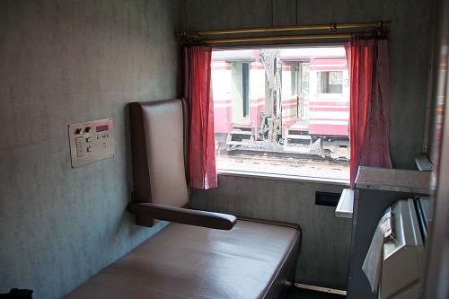 1等寝台車、日本では個室A寝台「シングルデラックス」です。<br /><br />運良く進行方向向きの部屋を取れました。