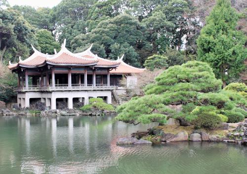 新宿御苑<br />玉藻池を中心とする回遊式日本庭園が美しい。