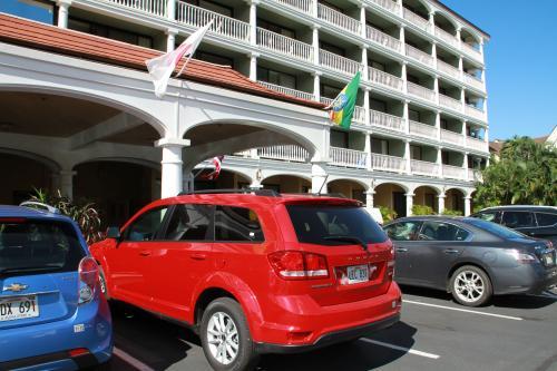 マウイの最初の一週間強はラハイナのコンド、ラハイナショアーに滞在します。<br />駐車場と半月以上行動をともにする相棒赤のDodge。