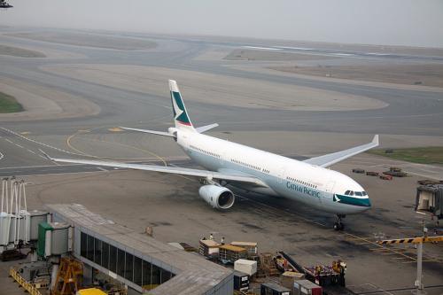ドラゴン航空と入れ替わりにキャセイのA330が到着しました。