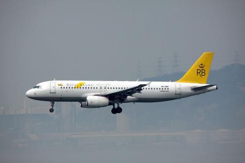 ロイヤルブルネイ航空のニューカラーA320です。<br /><br />香港など近距離アジア線はA320シリーズでの運航なのが残念。大型機が見たいなぁ