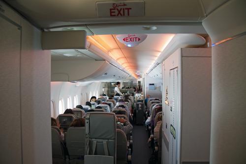 1階は全てエコノミークラスです。<br /><br />結構、搭乗率は良さそうです。