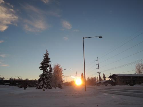 ほぼ地平線に沈む太陽。