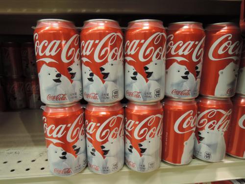 ここのコカ缶はシロクマでした。