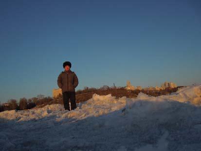 ロシアの帽子(ウシャンカと言う)は冬は必需品です。<br />シャープカというスキー用の様なニット帽の方が若者に流行ですが、ウシャンカの方が暖かいし風も通しません。