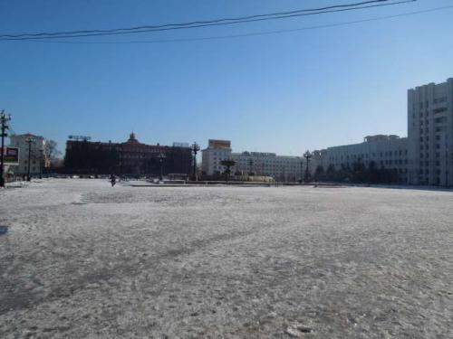 レーニン広場です。市内最大の広場で色々な催し物が行われます。<br />真冬の氷像コンテストでは、今年は日本チームが優勝しました。
