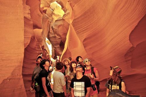 アンテロープキャニオンの入場料金およびツアーは現金のみなので注意!!<br />クレジットカード頼りだった僕らは8人の現金をあわせてギリギリなんとか入れました笑<br />