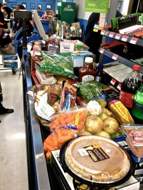 とりあえずウォルマートにて食材購入!店内のでかさにテンションあがる。