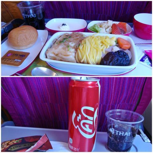 タイ航空のデザートはおいしい。行きはパンナコッタ。<br /><br />ドリンクサービスの時、CAさんに英語ではなくタイ語で聞かれてしまいました(´Д` )<br />