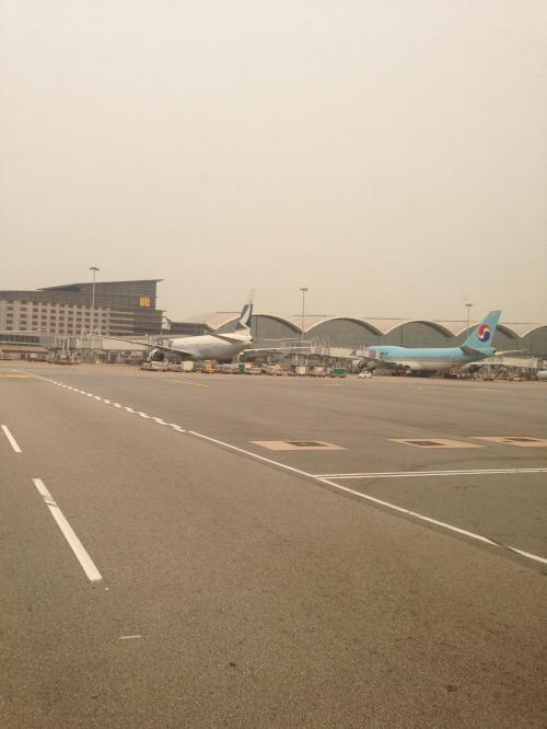 4時間ほどのフライト時間で、香港到着。