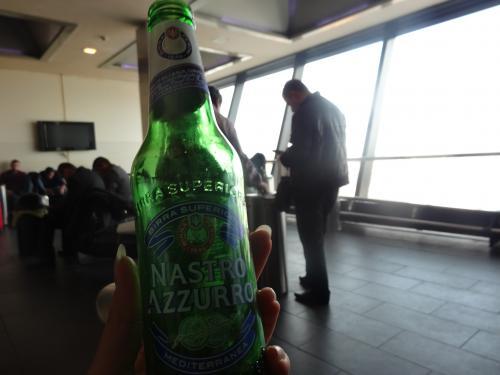 イタリア満喫後はドバイへ向かいます。<br />ずっと天気悪かったからせめてドバイは晴れるといいな〜。<br /><br />イタリアで最後のビールを飲んだらドバイに向かいます!<br />この旅、移動はすべてエミレーツ。<br />東京〜ドバイはマイル付かないけど、それ以外の経路はJALマイルが付きます。