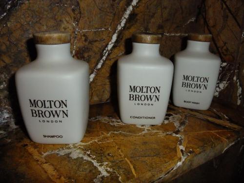 アメニティーは、モルトンブラウンというこだわりです。