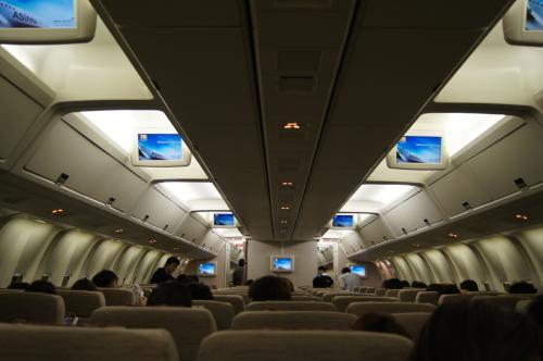 機内の様子<br />満席ではなく所々空席がありました<br />韓国人、中国人が多かった・・・w