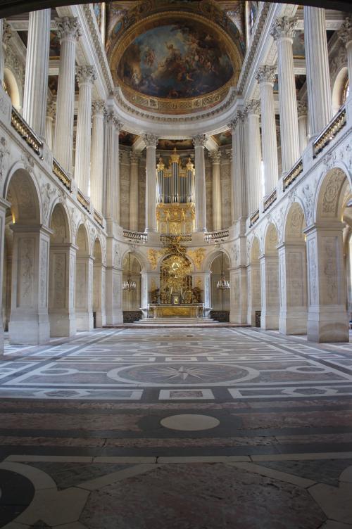 ほぼオープンと同時の入場でしたので、混雑も無くスムーズに宮殿内に入ることができました。ちなみに、宮殿に入る前にセキュリティチェックが有ります。
