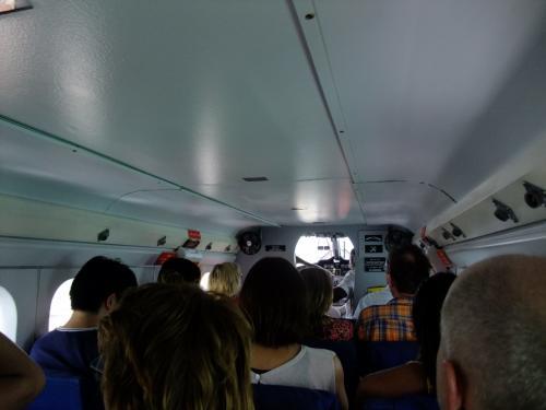 水上飛行機機内。18人乗りです。<br />機内は出発するまで、風が入らないので、機内はなかなか蒸し暑いです。