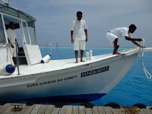 こちらのボートに乗り、リゾートへ。<br />