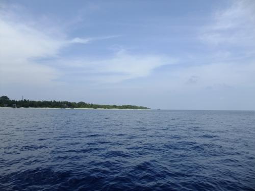 ボートに乗って焼く10分ほど。<br />ソネバフシが見えてきました。