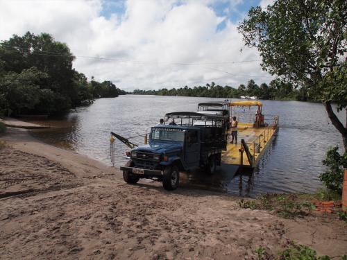 町の近くのプレギッサ川を渡し船で渡るとそこは自然の世界。