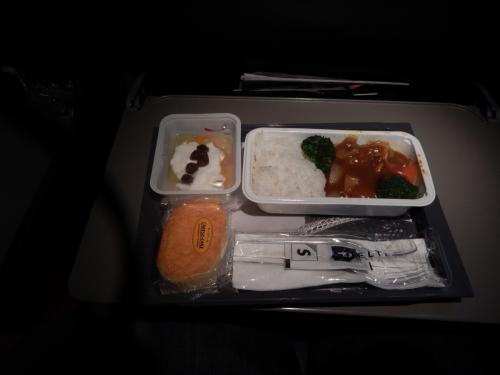 セントレアから20:40発。<br />デルタの機内食です。<br />思ったよりも少なくてがっかりしました。<br />