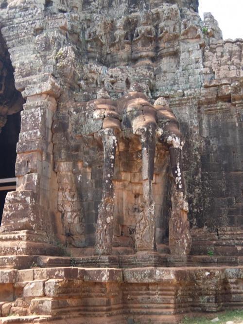 南大門裏側<br /><br />三つ頭の象。<br />