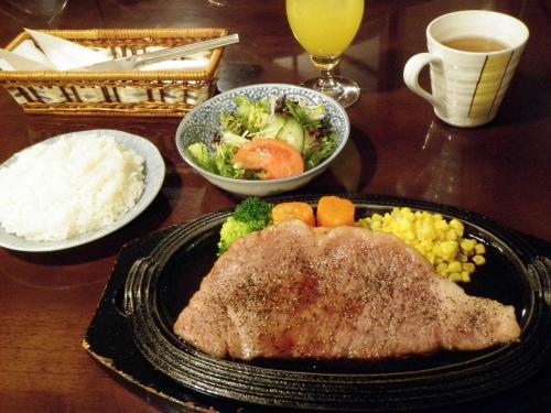 米沢<br /><br />オルガン<br /><br />A−5の米沢牛のステーキ<br />