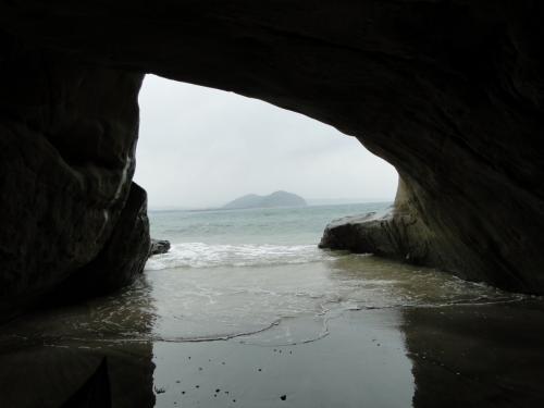 千座(ちくら)の岩屋