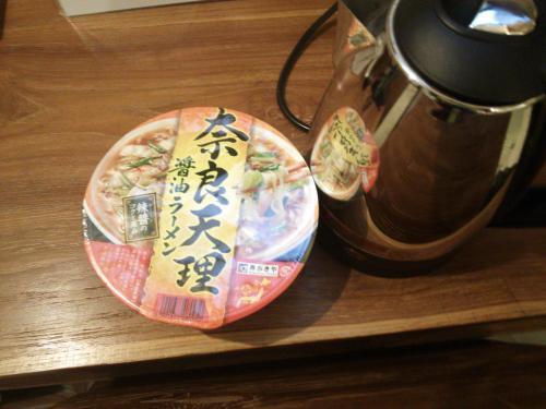 18時にホテル到着♪<br /><br />お腹の調子悪いのでローカルフード食べる勇気はなく…日本から持って来たカップラーメンで腹ごしらえ(((^_^;)