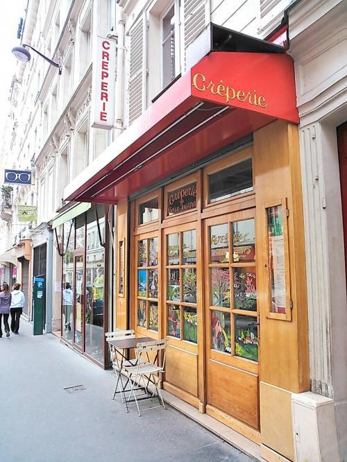 当初、このあとは「エッフェル塔を見ながら芝生でランチ」の予定でしたが、この日は雨が降ったりやんだりしていたので、エッフェル塔は別日にし、Juliet Paris のブログで教えてもらった親日家のクレープリーのお店へメトロで向かいました。<br /><br />Creperie du Vieux Journal <br /><br />01 43 26 90 49<br />無休:12-14 19-22<br /><br />Vavin駅から徒歩3分ほどで、分りやすかったです。<br /><br />