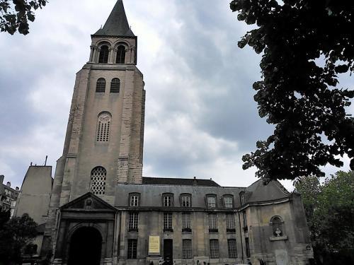 この日はイースターの翌日の祝日、お休みのところが多かったので、教会や調べてやっているとわかってるところへ行きました。<br /><br />こちらはサンジェルマンデプレ教会。外装から想像していた以上に(失礼でごめんなさい(^_^;))に素敵な教会で、とても感動しました。観光で訪れるにはとても良い教会だと思います。<br />