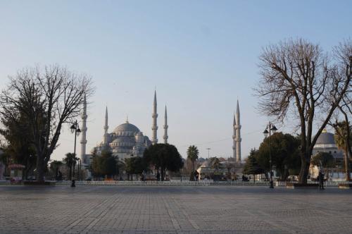 今日も快晴のイスタンブール。ブルーモスクの6本のミナレットがきれいに見えます。1月でもあまり寒くない。