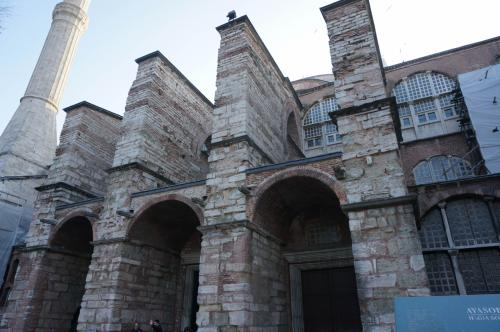 石造りの壮大な建築物。1600年も前に造られたことに改めて驚きです。