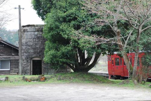 給水塔<br /><br />SLに水を補給していた石造りの給水塔跡が見えます。