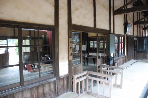 矢岳駅の駅舎<br /><br />無人駅になっていますが、昔のままです。