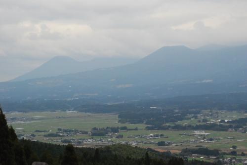 日本一の車窓<br /><br />あいにく曇り空です。<br />眼下には京町の田園風景と山々が見えます。