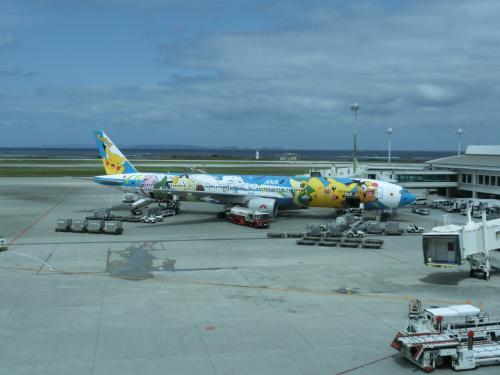 この日は那覇→羽田→成田→シンガポールの旅程です。<br />まずは羽田→沖縄。