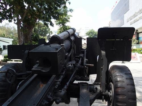 大砲の先には何が見えたのか。
