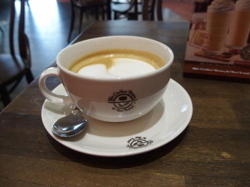 戻ってきて、カフェで一息。うまい。