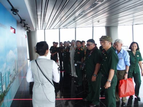ベトナムの軍人さんの団体。